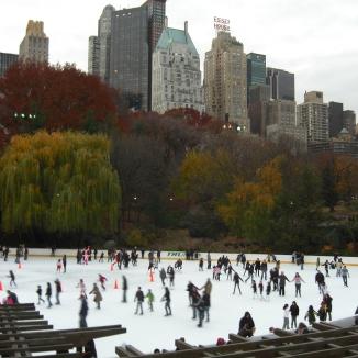 Schlittschuhlaufen bei 18 Grad (November) - NYC. © Lina Bibaric